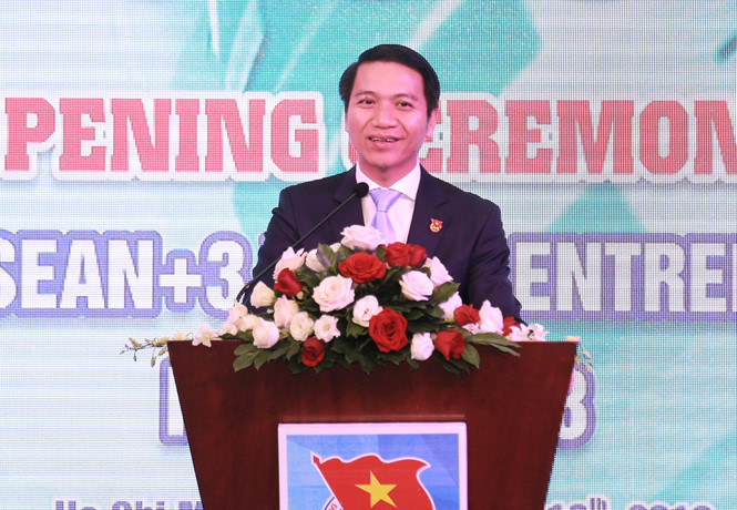 Mr. Nguyen Ngoc Luong addresses the opening ceremony