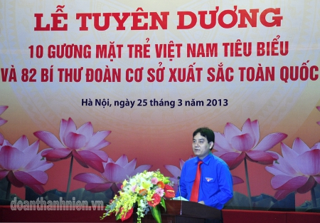 First Secretary of the Central Committee of Union Dr Nguyen Dac Vinh addresses at the ceremony