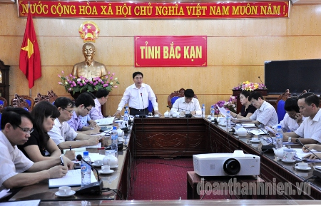 Permanent Secretary Nguyen Manh Dung addresses at the working session in Bac Kan province