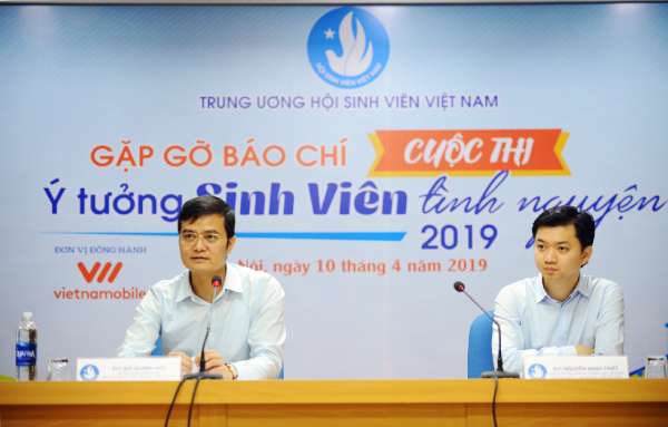 Mr. Bui Quang Huy, Secretary of Ho Chi Minh Communist Youth Union, Chairman of the Vietnam National Union of Students speaking at the conference
