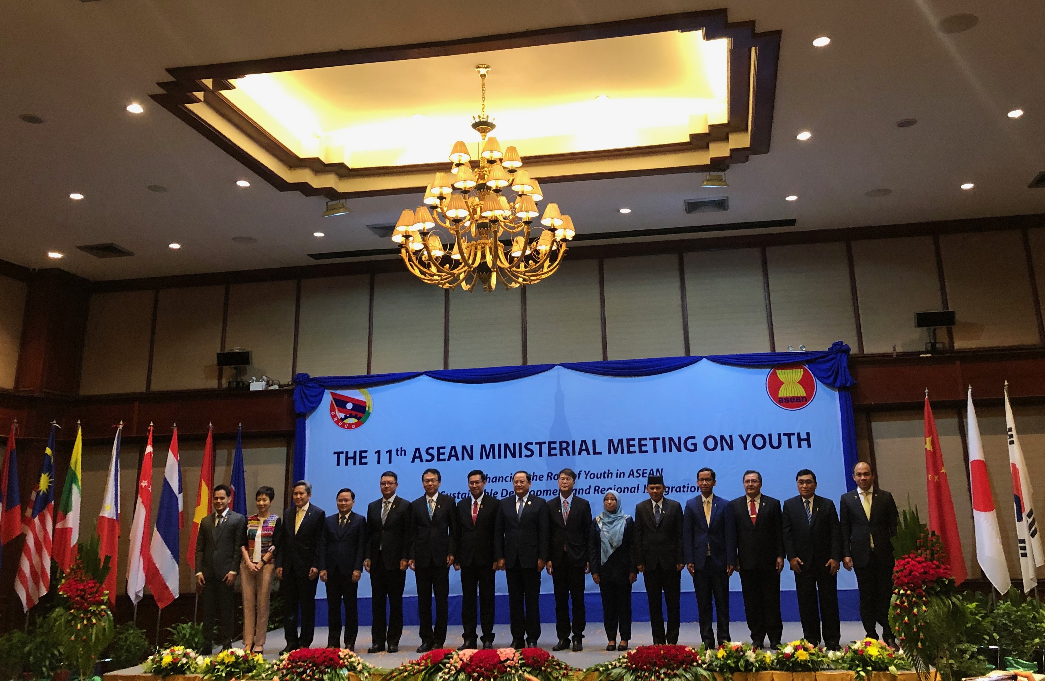 Lao Deputy Prime Minister and Jeads of delegations from ASEAN  countries