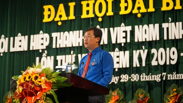 Mr. Le Quoc Phong, Alternate member of the Party Central Committee, First Secretary of the Central Committee of the Ho Chi Minh Communist Youth Union, Chairman of the Vietnam Youth Union speaking  at the Congress