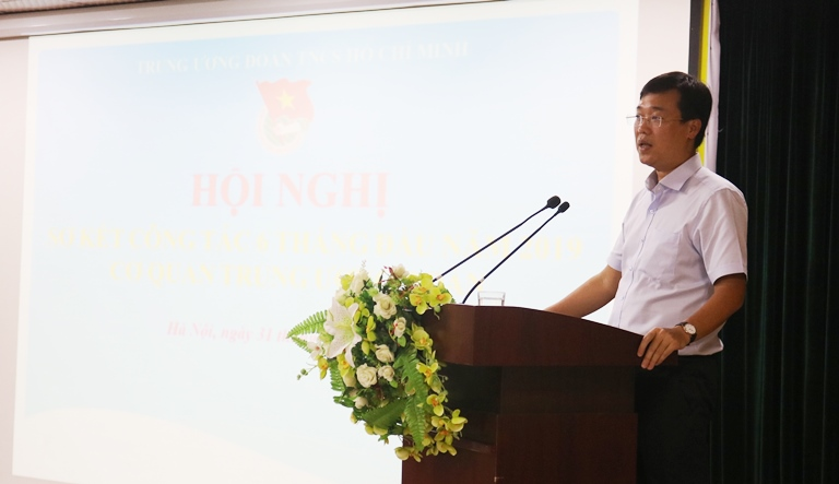 Mr. Le Quoc Phong, First Secretary of The HCYU speaking at the conference