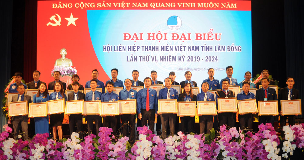 Certificate of merit from Central Committee of Vietnam Youth Federations  for collectives and individuals