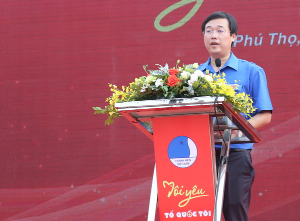 "On behalf of the nation's youth, Mr. Le Quoc Phong officially announced the commencement of the Journey ""I Love My Country"""