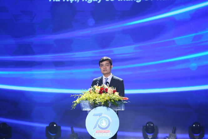 Mr. Bui Quang Huy speaking at the ceremony