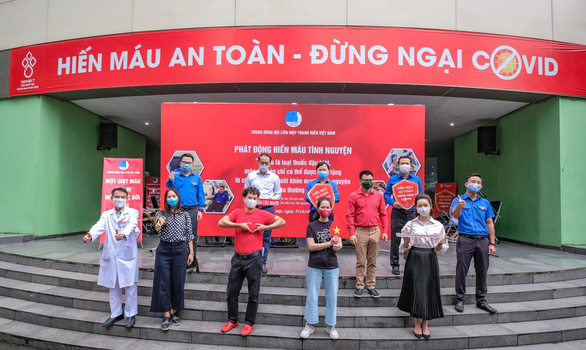 Artists including Lan Huong, Tu Long and Xuan Bac mobilized people to participate in the campaign