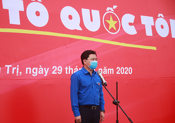 Mr. Nguyen Anh Tuan speaking at the launching ceremony