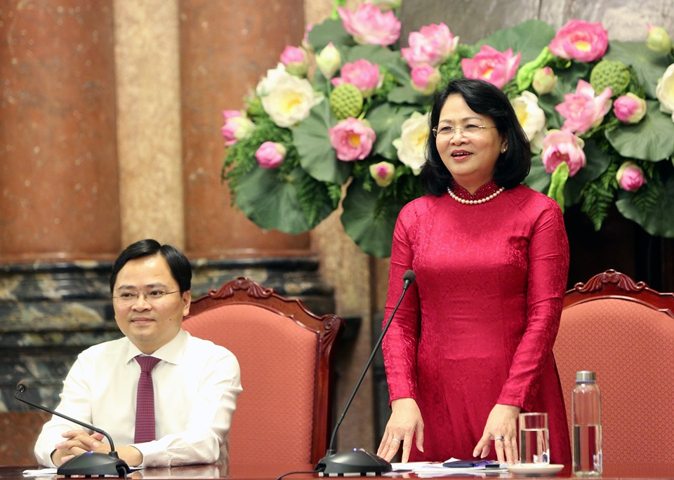 Mrs Dang Thi Ngoc Thinh made a speech at the meeting
