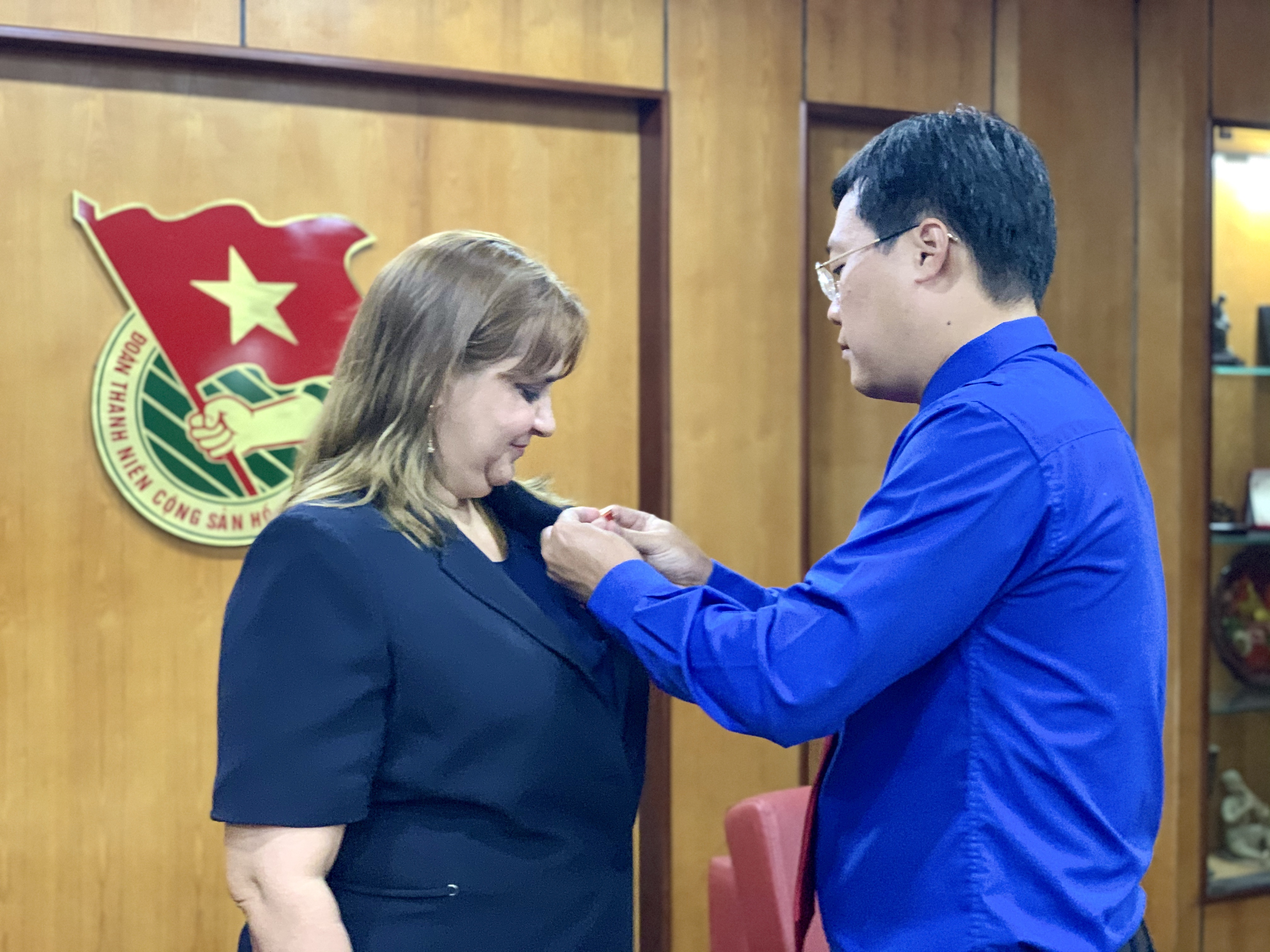 "HCYU First Secretary Mr. Le Quoc Phong awarding Ms. Nancy Coro Aguiar the ""For Young Generation""  medal"