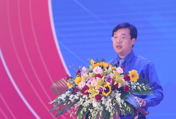 Mr. Le Quoc Phong delivered his speech at the Ceremony
