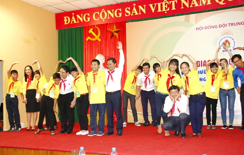 Secretariat members perform with the children at the meeting