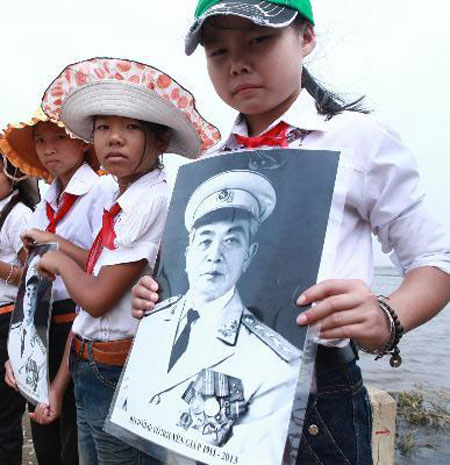Students at the memorial service held for General Giap in his home province of Quang Binh.