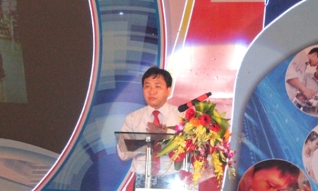 Mr Nguyen Manh Dung had a speech at the ceremony (photo bu HCYU).