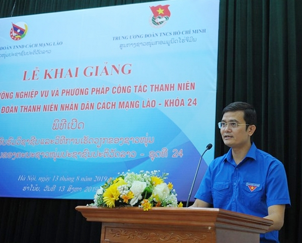 Mr. Bui Quang Huy, Secretary of the HCYU, Chairman of the Vietnam National Union of Students speaking at the ceremony
