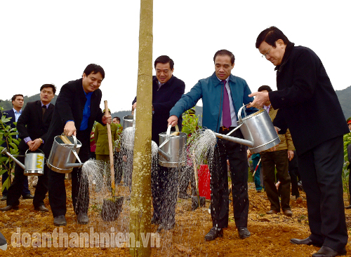 President Truong Tan Sang waters a newly-planted tree during the launching ceremony.