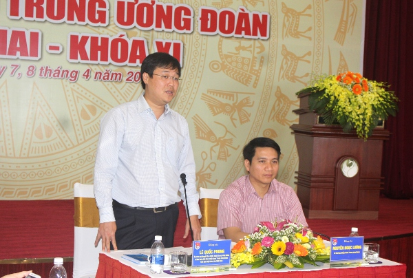 First Secretary Le Quoc Phong (left) speaks at the conference