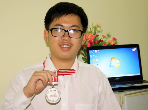 Ngo Phi Long from the Son La Gifted High School (Photo by the VNA)