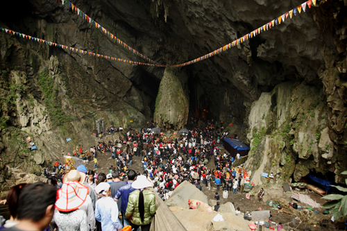 Huong Tich Cave of Perfume Pagoda - the famous place in Hanoi