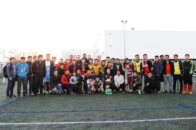 Group photo among attending student football teams