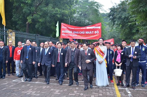 Deputy PM Nguyen Xuan Phuc and leaders of ministries and organizations marching on Sunday 17/01/2016